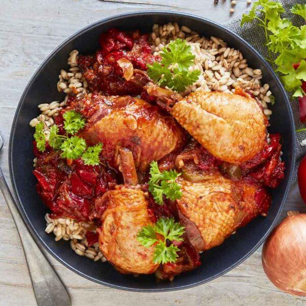 poulet basquaise piperade med hvedekerner gullasch med kartoffelmos med spinat nem mad fra bonzo måltider