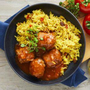 kødboller med basmatiris med karry gullasch med kartoffelmos med spinat nem mad fra bonzo måltider