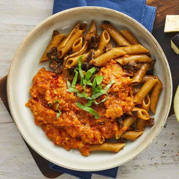 fuldkornspenne pasta med ragout al paccantino tomatsovs gullasch med kartoffelmos med spinat nem mad fra bonzo måltider